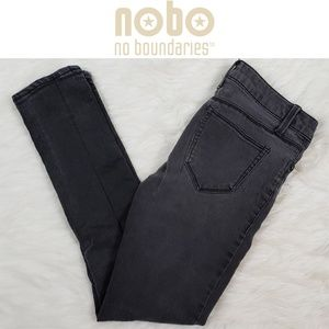 No Bounderies Skinny Jeans Size 7